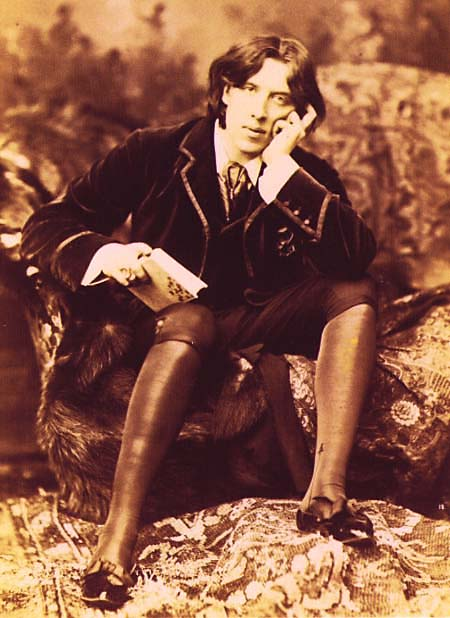 Oscar Wilde, looking stylishly bored